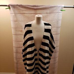 Vince Camuto size 1X. Black & white shawl.